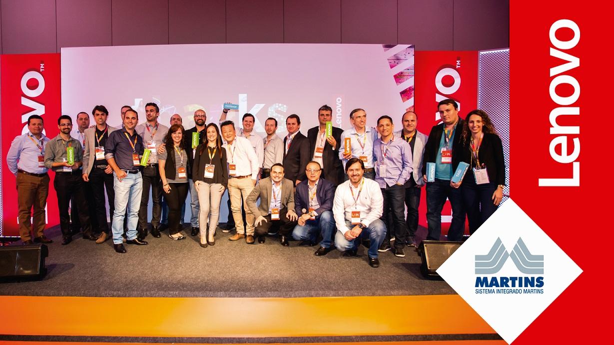 Martins recebe prêmio de melhor distribuidor da Lenovo